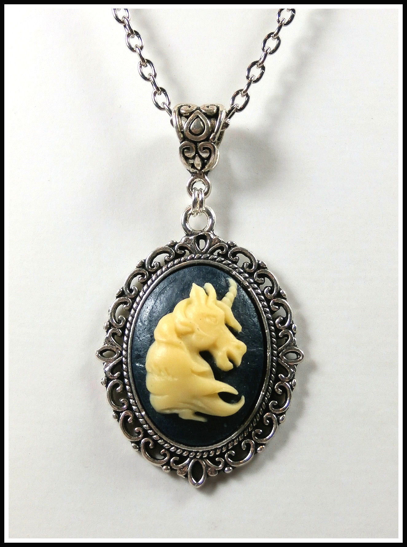 kette medaillon silbereinhorn 40 45 cm. Black Bedroom Furniture Sets. Home Design Ideas